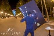 Танцующий художник и составные картинки в Казани
